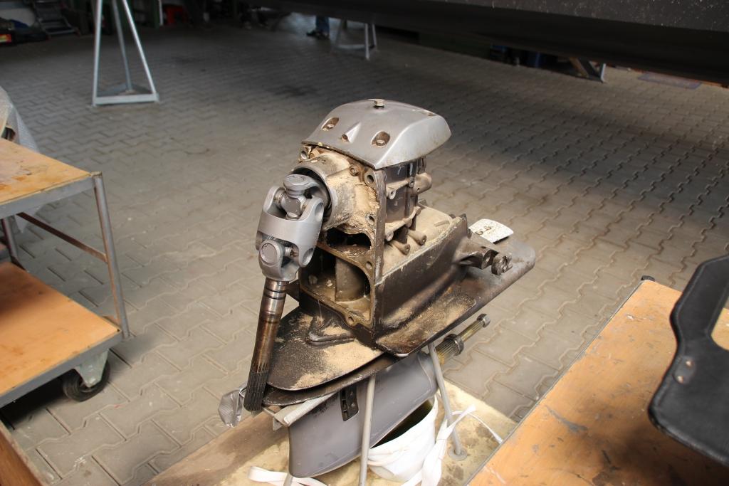 Beschädigung eines Z-Antriebes, verursacht durch das Auflaufen auf eine Sandbank.